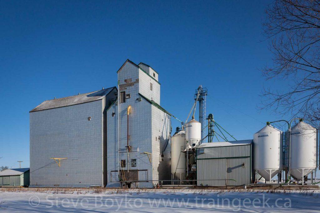 Grain elevator in Elm Creek, Manitoba, Dec 2014. Contributed by Steve Boyko.