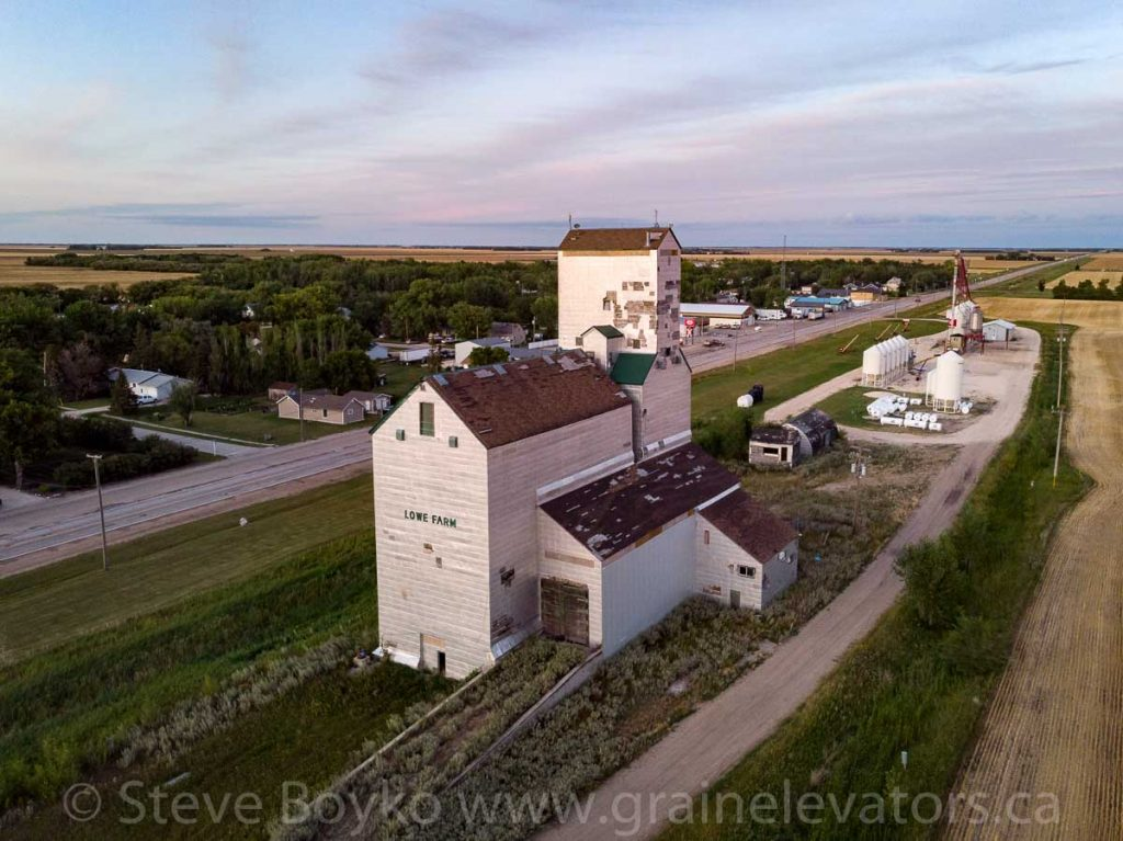 Lowe Farm grain elevator, Aug 2019. Contributed by Steve Boyko.