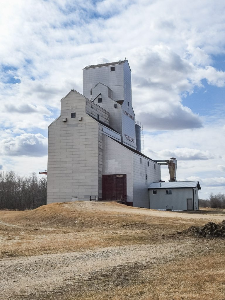 Medstead, SK grain elevator, Apr 2019. Copyright by BW Bandy.