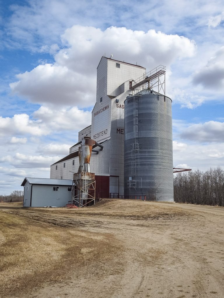 The grain elevator at Medstead, SK, Apr 2019. Copyright by BW Bandy.