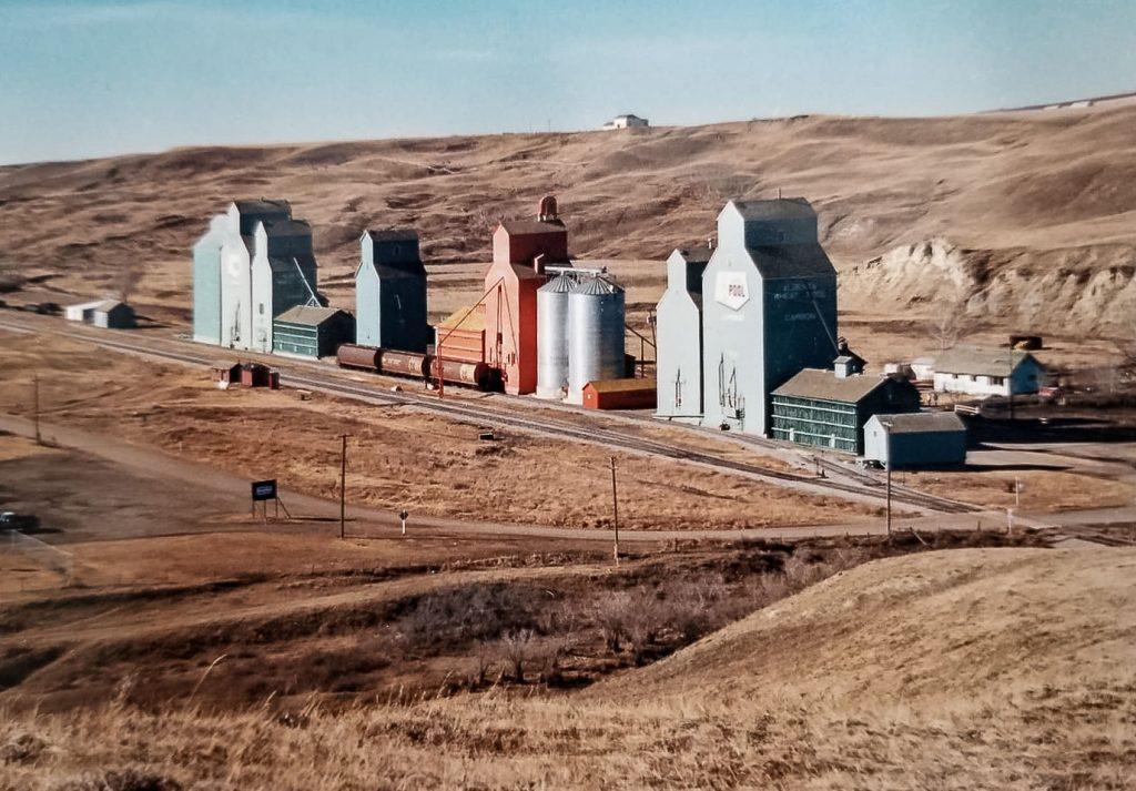 Carbon, AB grain elevators, 1988. Photo copyright by Jane Dau.