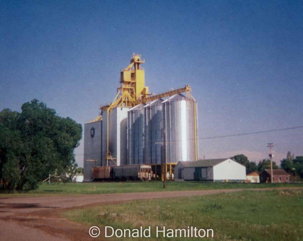 Manitoba Pool grain elevator in Oakner, MB, June 1994. Copyright by Donald Hamilton.