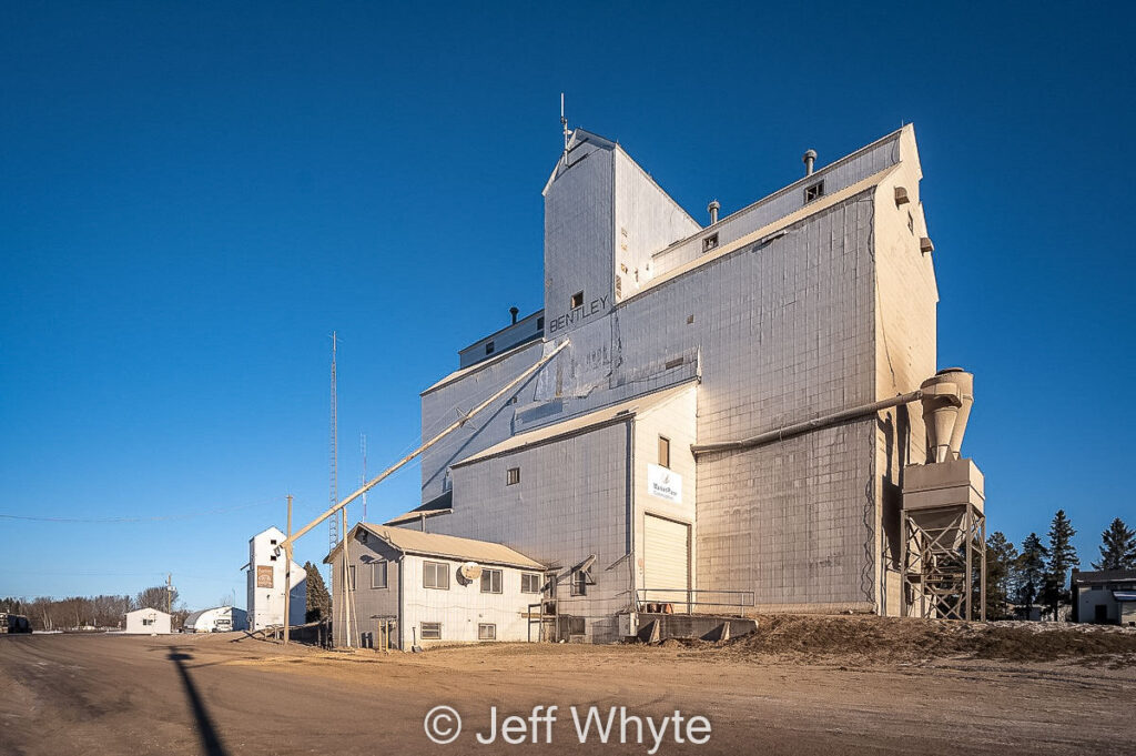 Bentley, AB grain elevator, Dec 2020. Contributed by Jeff Whyte.