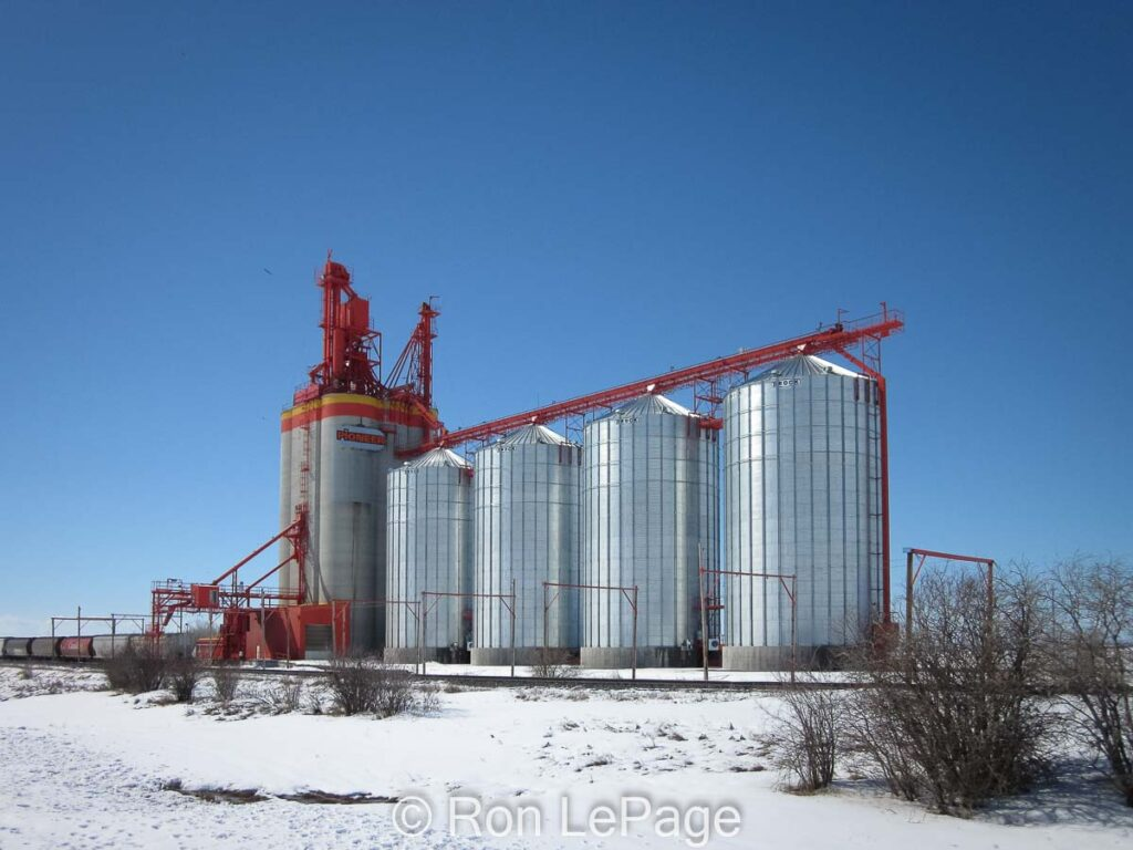 Olds, AB grain elevator, Apr 2011. Contributed by Ron LePage.